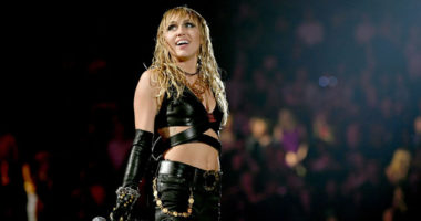 Miley Cyrus cover Led Zeppelin and Pink Floyd at iHeartRadio festival