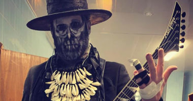 Limp Bizkit member Wes Borland played guitar with a broken hand