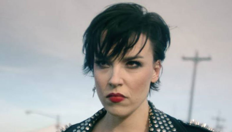 Halestorm's Lzzy Hale shows her tribute to Jimmy Webb