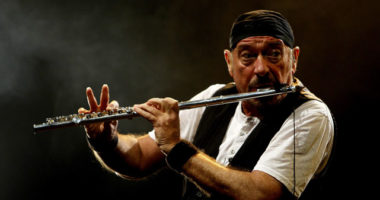 "Jethro Tull frontman Ian Anderson: ""Suffering from an incurable lung disease"""