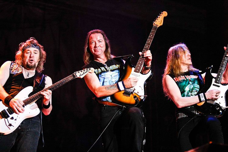 Adrian Smith Reveals IRON MAIDEN's Three-Guitar Setup Reason