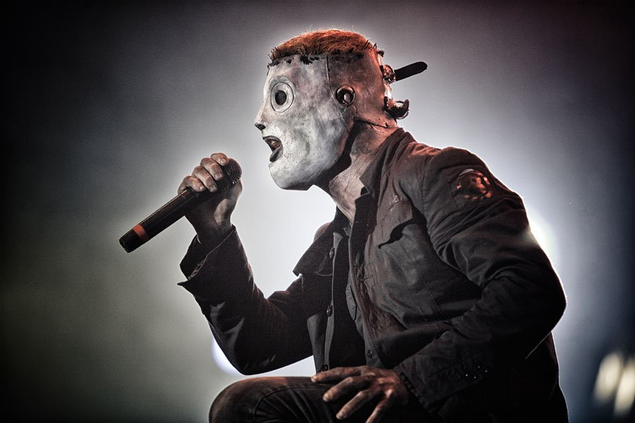 """SLIPKNOT's Frontman Corey Taylor: """"We've all had at least one surgery"""""""
