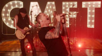 "Corey Taylor Plays to Motörhead's ""Ace of Spades"" Song"