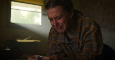 Stranger Things Cast Millie Bobby Brown Cry Reacts After Fan Filming