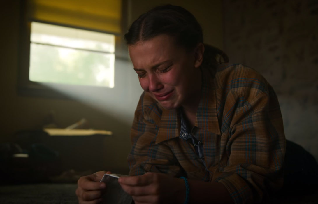 Stranger Things Cast Millie Bobby Brown Cry Reacts After Fan Filming Her