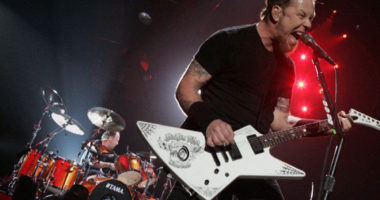 University Students Dance in Istanbul Protest with METALLICA (VIDEO)
