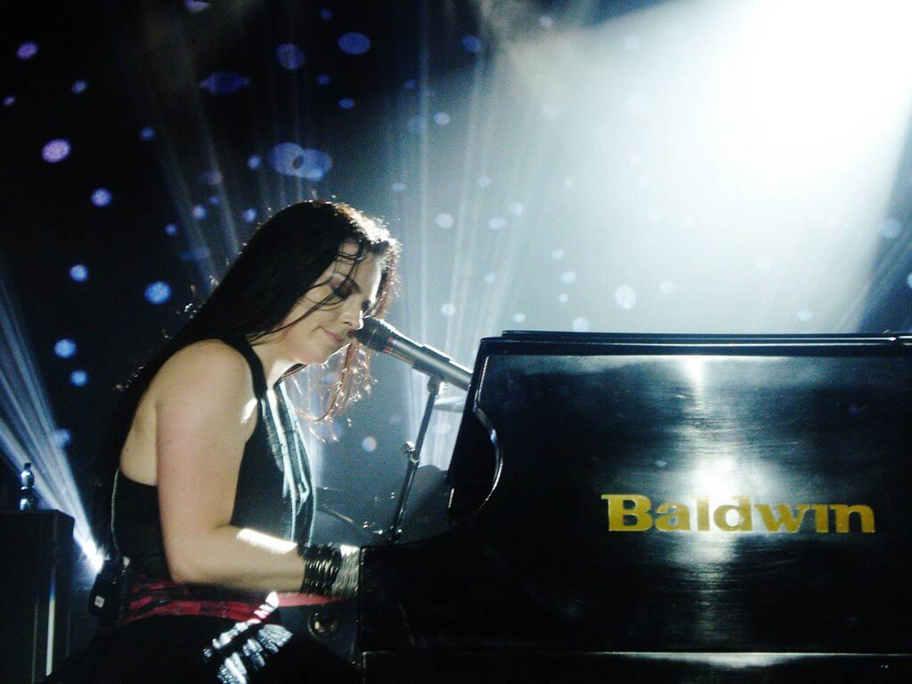 Evanescence vocalist talks about Billie Eilish's voice and songs