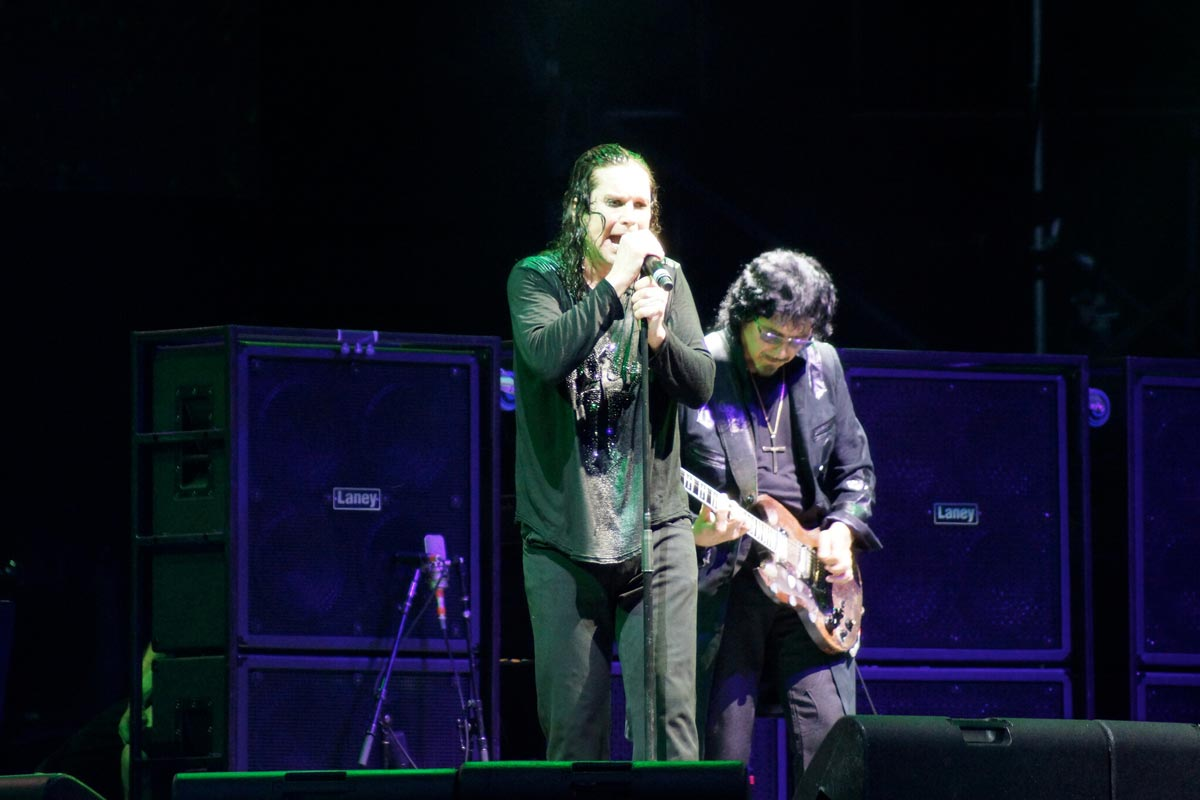 Tony Iommi compares Ronnie James Dio and Ozzy Osbourne, says they're quite the opposite singers