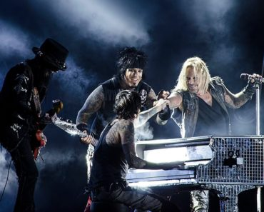 Mötley Crüe Postpones The Stadium Tour to Summer 2022