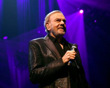The 10 Best Neil Diamond Songs of All-Time