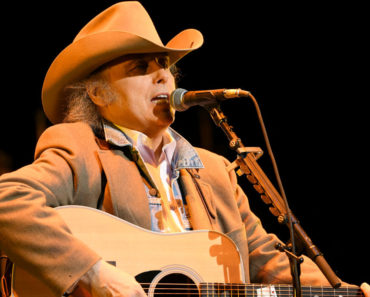 The 10 Best Dwight Yoakam Songs of All-Time